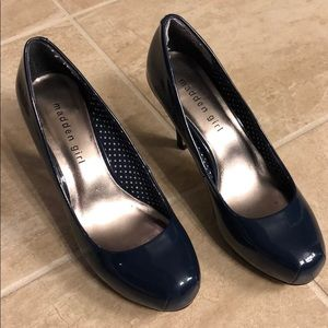 Madden Girl navy pumps, size 6